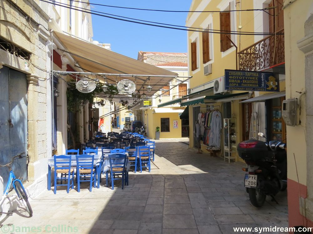 In the backstreets of Yialos