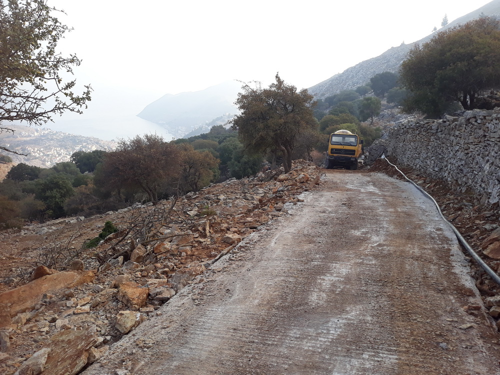 It's being concreted from the road to the house. I guess his is a precaution against any future bad storms. Parts of the donkey track from the village to Xissos are still a bit dodgy under foot but the chasms caused by the flood have been filled in.