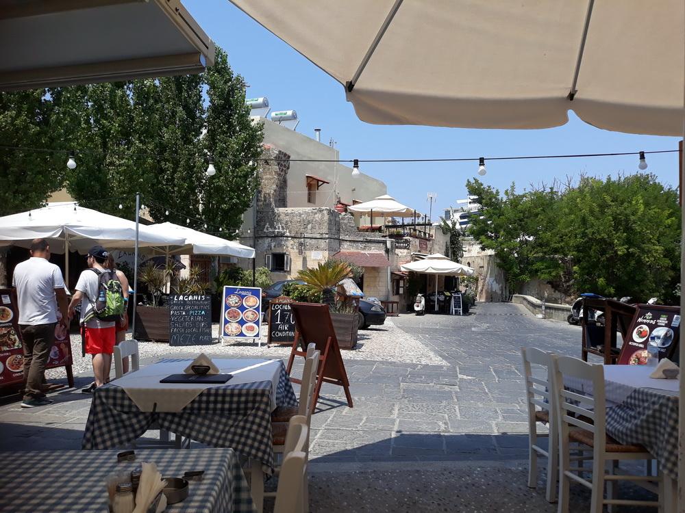 Nimmos taverna view, the Akandia gate is ten feet to the right