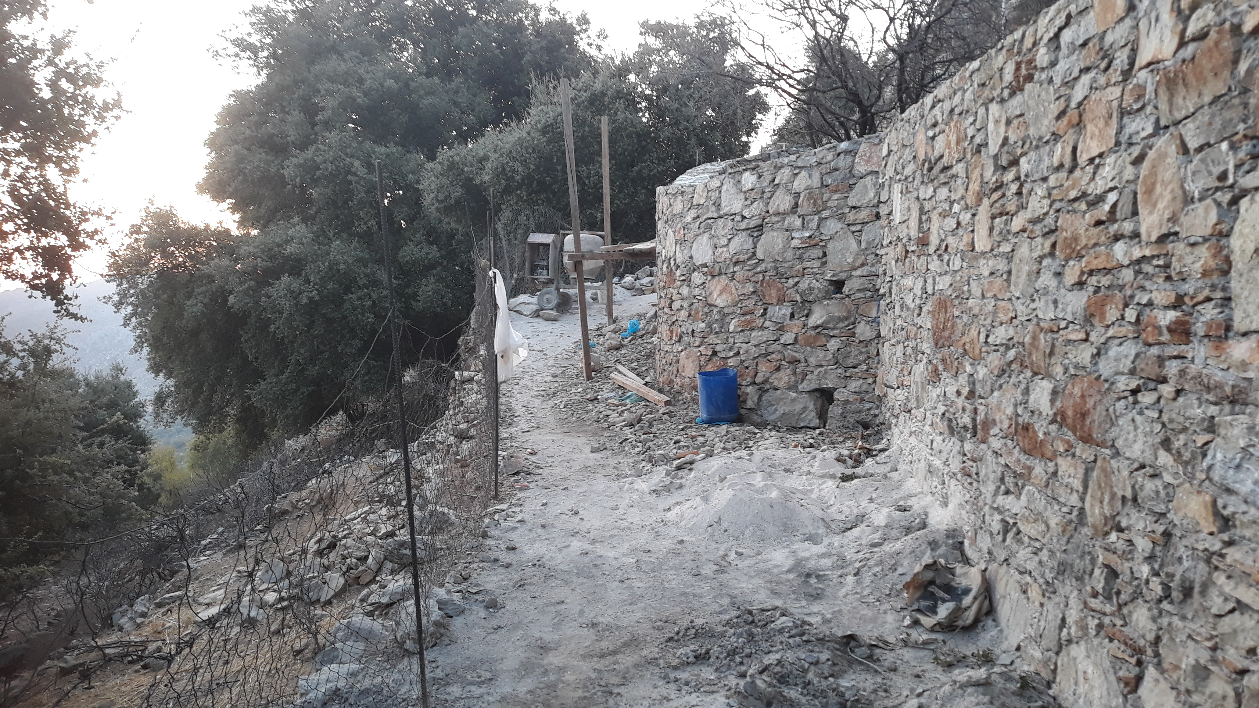 There are a lot of new walls being built at the top of the village, on the road, and here, along the lower path at Ag Trianda.